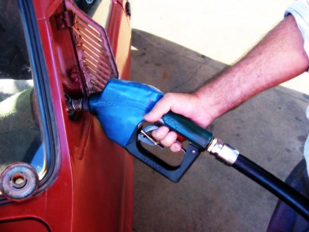 Gasolina que reduz emissões de carbono já substitui versão convencional