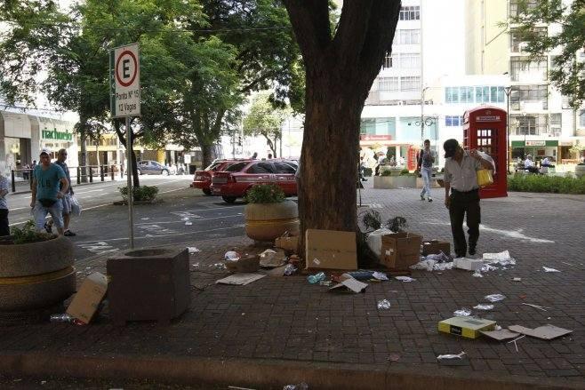 Quem jogar lixo na rua poderá ser multado em Londrina