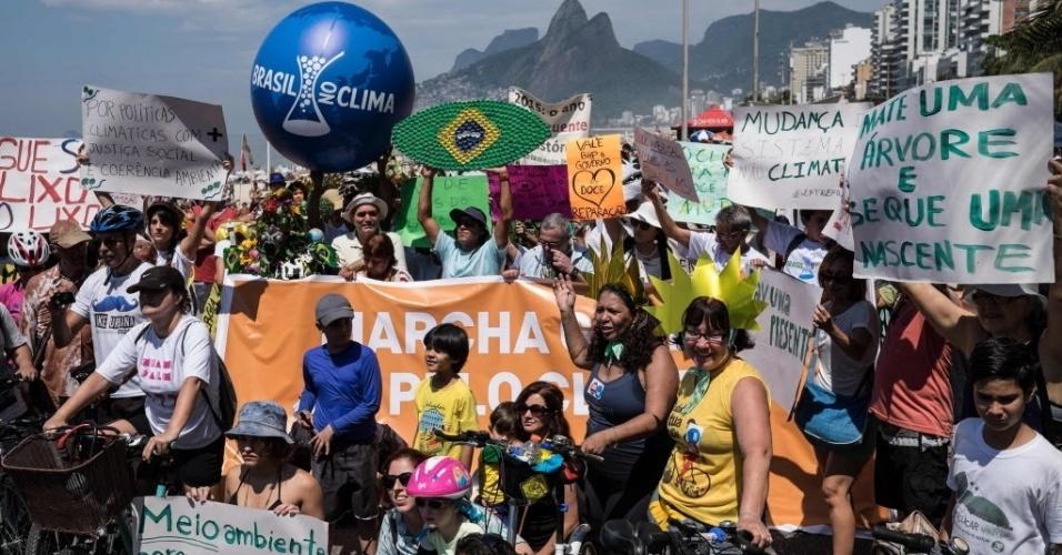 ativistas-participam-de-marcha-pelo-clima-na-praia-de-ipanema-rio-de-janeiro